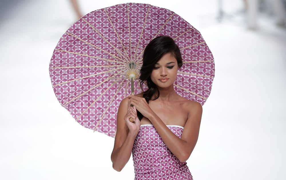 A model wears a creation from 'Bcn Brand' during the 080 Barcelona fashion show in Barcelona, Spain.