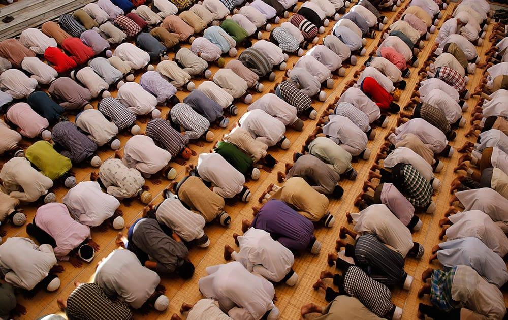 Muslims offer prayers during Ramadan at the Vasi Ullah mosque in Allahabad.