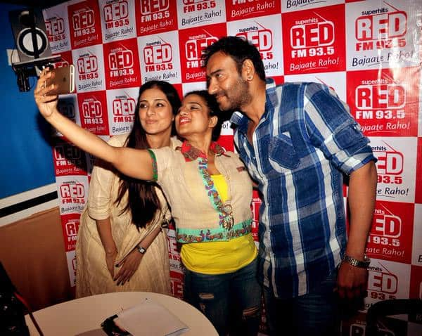 @ajaydevgn and #Tabu  have a fun time with @mymalishka of @RedFM_Mumbai during @DrishyamTheFilm promotions! - Twitter@Team_AjayDevgn