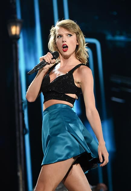 Singer Taylor Swift performs during her '1989' world tour at MetLife Stadium in East Rutherford, N.J.