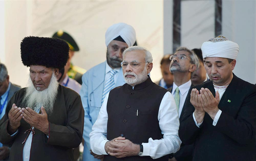 Prime Minister Narendra Modi offering prayer after laying a wreath at Mausoleum of the first President of Tukmenistan at Ashgabat.