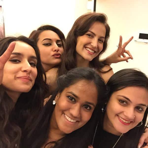 Girls just wanna have fun @sonakshisinha @ElliAvram @ShraddhaKapoor @ShwetaRohira - Twitter@khanarpita