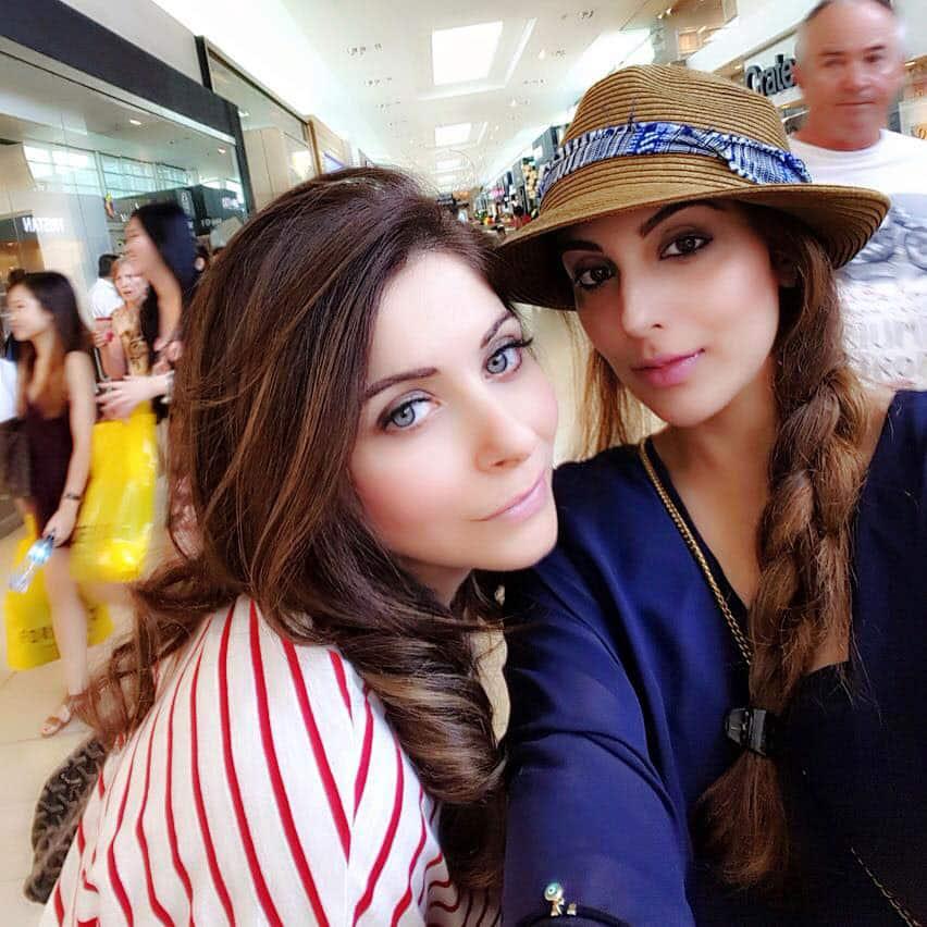 Kanika Kapoor :- @TheKanikakapoor with @zahraasaifullah❤ #shopping #toronto -twitter