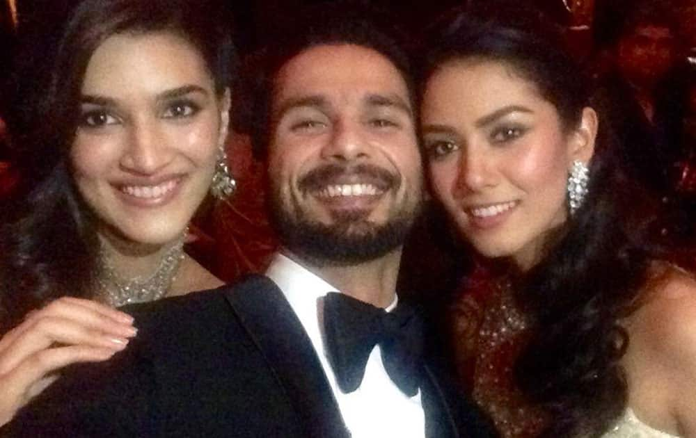 Kriti Sanon :- Biggg congratulationss to the super cute couple @shahidkapoor and Mira! Wish you a happyyyy married life! Love. :) -twitter