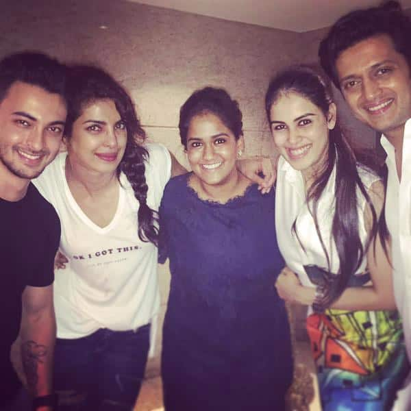 Lovely people,friends like family @priyankachopra @geneliad @Riteishd @aaysharma - Twitter@khanarpita