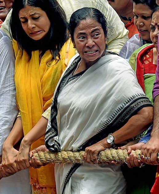 West Bengal Chief Minister Mamata Banerjee and Tollywood actor Koel Mallick pulls the Lord Jagannath chariot during ISKCON Rathyatra in Kolkata.