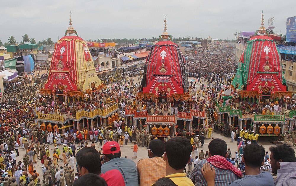Devotees during Nabakalebara Rathyatra in Puri.