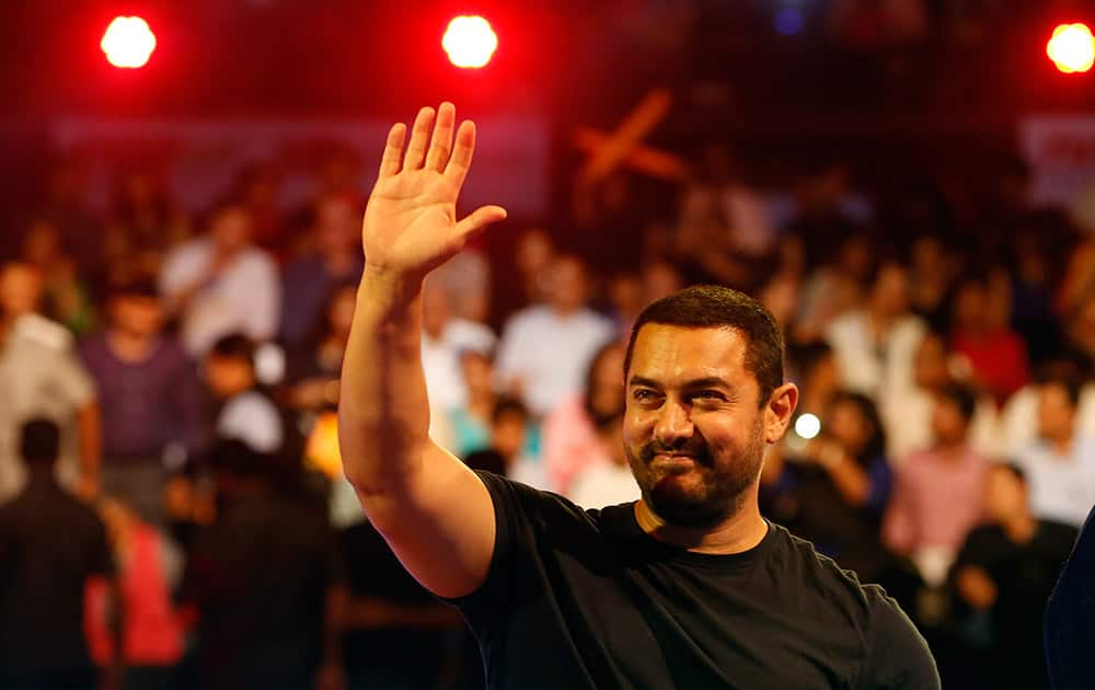 Aamir Khan waves to the crowd as he attends the inaugural session of Pro-Kabaddi League 2015.