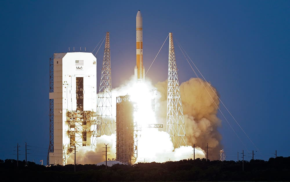 A United Launch Alliance Delta 4 rocket, carrying the seventh Wideband Global SATCOM military communications satellite, lifts off from launch complex 37 at the Cape Canaveral Air Force Station, in Cape Canaveral, Fla.