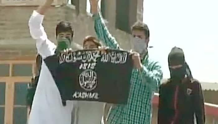 ISIS flags waved near Srinagar's Jamia Masjid