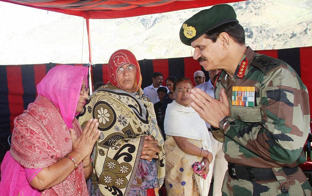 Army Chief General Dalbir Singh felicitating Kargil war martyrsfamilies during a function to commemorate the 16th anniversary of the war at Drass.