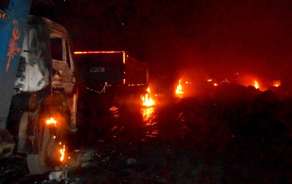 Maoists torch vehicles at CCL Khashmahal project, Bermo in Bokaro.