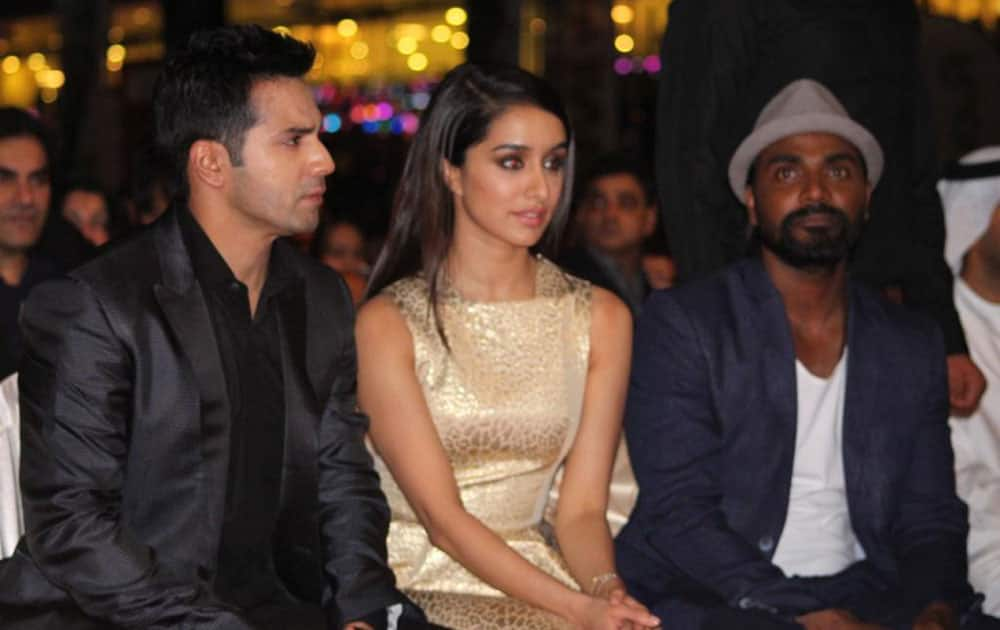 Zee TV :- What a lovely stage presence @Varun_dvn @ShraddhaKapoor @remodsouza have! #AIBA2015   -twitter