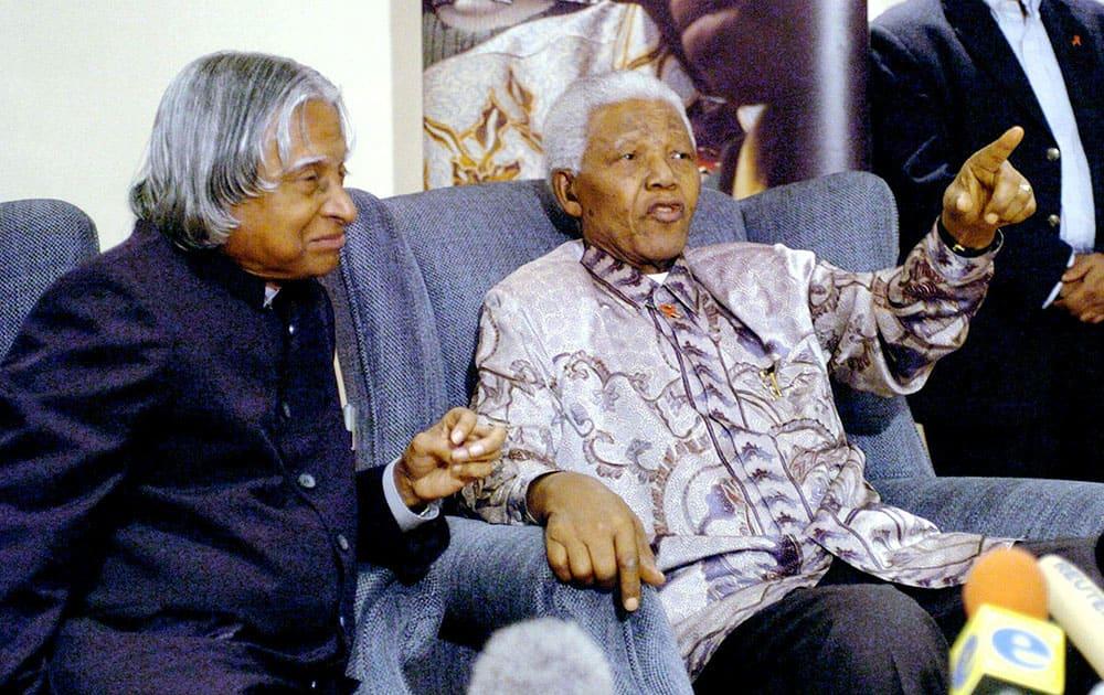 File photo of former president APJ Abdul Kalam with Nelson Mandela in Johannesburg in September, 2004.