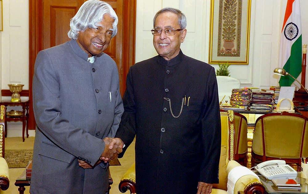 File photo of former president APJ Abdul Kalam with President Pranab Mukherjee in New Delhi in Dec 2014.