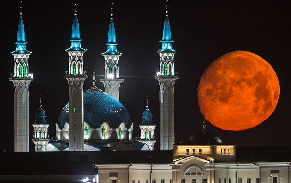 The full moon rises over the illuminated Kazan Kremlin with the Qol Sharif mosque illuminated in Kazan, the capital of Tatarstan, located in Russia's Volga River area about 700 km (450 miles) east of Moscow.