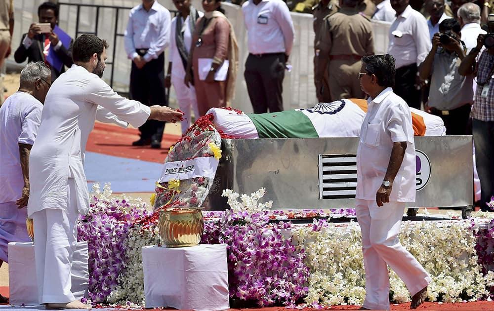 Congress Vice President Rahul Gandhi at funeral ceremony of former President APJ Abdul Kalam at the Pei Karumbu ground, in Rameswaram.