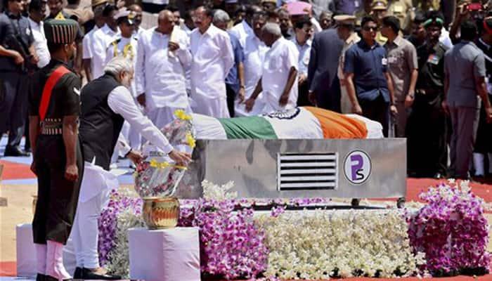 Nation bids tearful adieu to Dr APJ Abdul Kalam; PM Modi attends funeral in Rameswaram