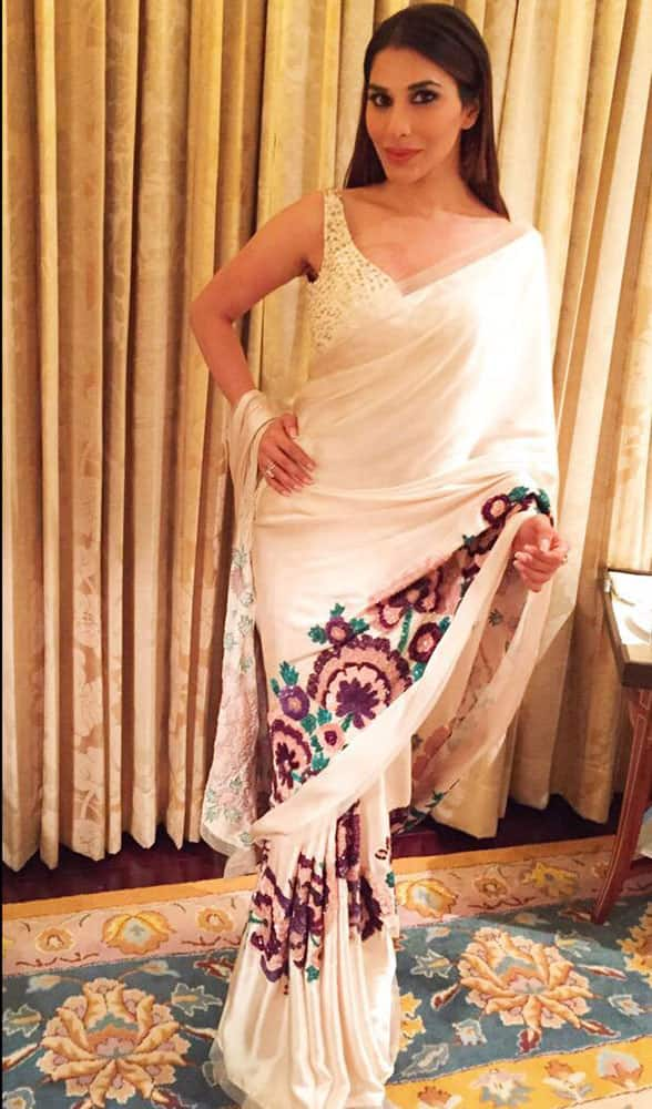SOPHIE CHOUDRY :- In a stunning @ManishMalhotra sari from his collection! A new look from both of us! Love❤ @TheFDCI #AICW2015 -twitter.