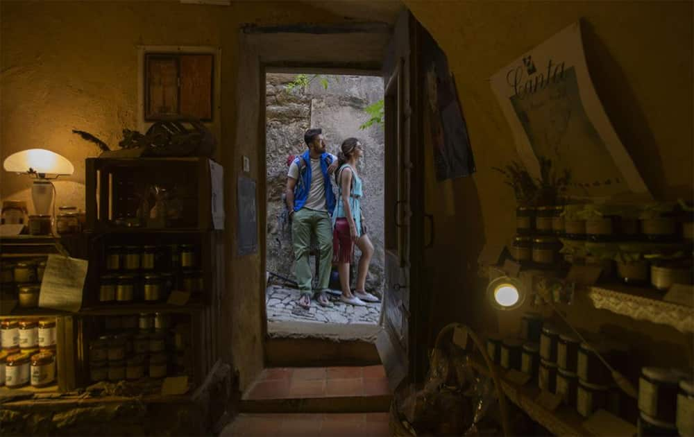 Here's Ranbir Kapoor and @deepikapadukone from the sets of Corsica's schedule of @TamashaOfficial.  Twitter@TamashaOfficial