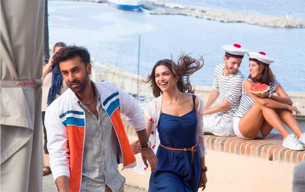 Here's an exclusive still from the sets of #Tamasha starring #RanbirKapoor & @deepikapadukone! Releasing on Nov 27.  Twitter@TamashaOfficial