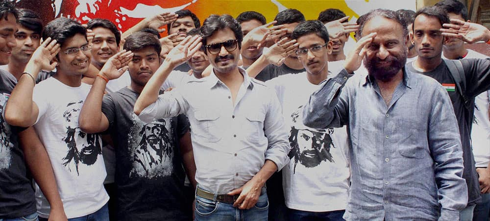 Bollywood actor Nawazuddin Siddiqui along with filmmaker Ketan Mehta pose with their fans during promotion of their film Manjhi- The Mountain Man in Mumbai.
