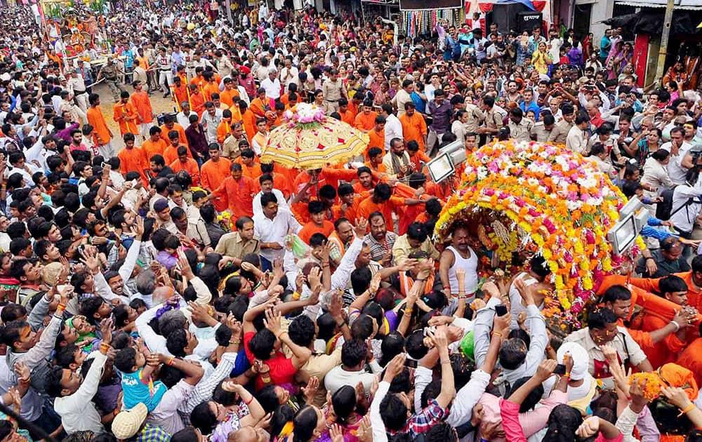 A large number of devotees take part in Sawari of Lord Mahakal on the occasion of Sawan Somwar in Ujjain, Madhya Pradesh.