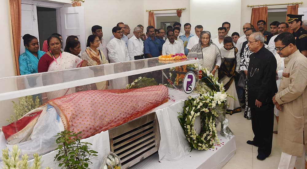 Bangladesh Prime Minister Sheikh Hasina paying her last respects to the first Lady Suvra Mukherjee at 13, Talkatora Road in New Delhi.