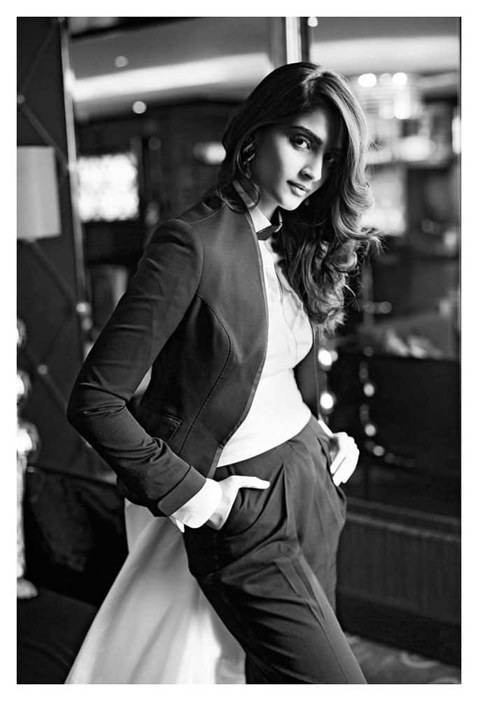 #Day150 of my #365dayproject ... The gorgeous @sonamakapoor . Always a pleasure shooting with her. -twitter@jatinkampani
