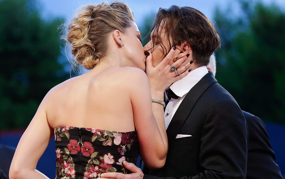 Johnny Depp and Amber Heard kiss at the premiere of the film The Danish Girl during the 72nd edition of the Venice Film Festival in Venice, Italy.