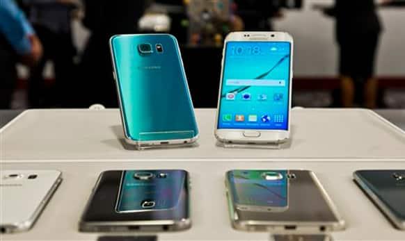 The smartphones have 5.1-inch Quad HD Super AMOLED screen.