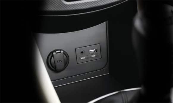 AUX & USB Ports. (Picture courtesy: http://www.hyundai.com)