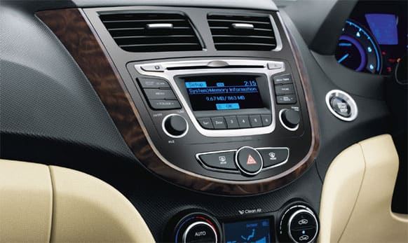 Full auto air conditioning with Cluster Ioniser. (Picture courtesy: http://www.hyundai.com)