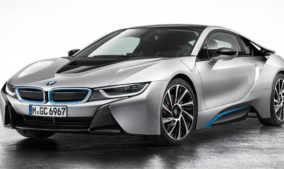 BMW i8 will be the first sports car with the consumption and emission values of a compact car. It is expected to be launched in March.