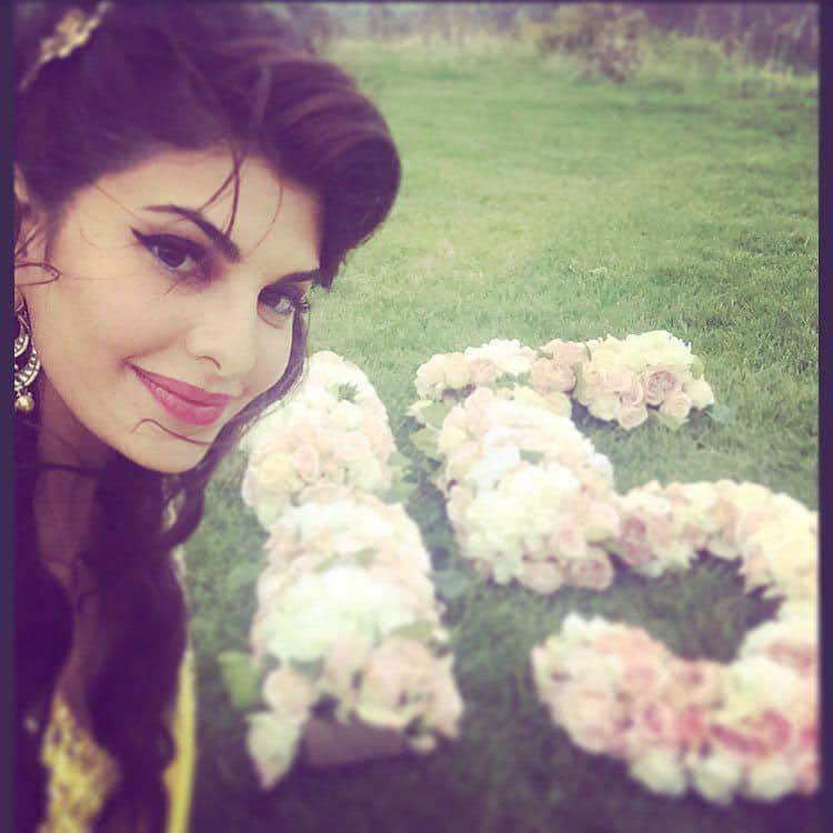 Jacqueline Fernandez :- My selfie for #Goal15 #mypassion #protect #lifeonland post a selfie with the goal you care… -twitter
