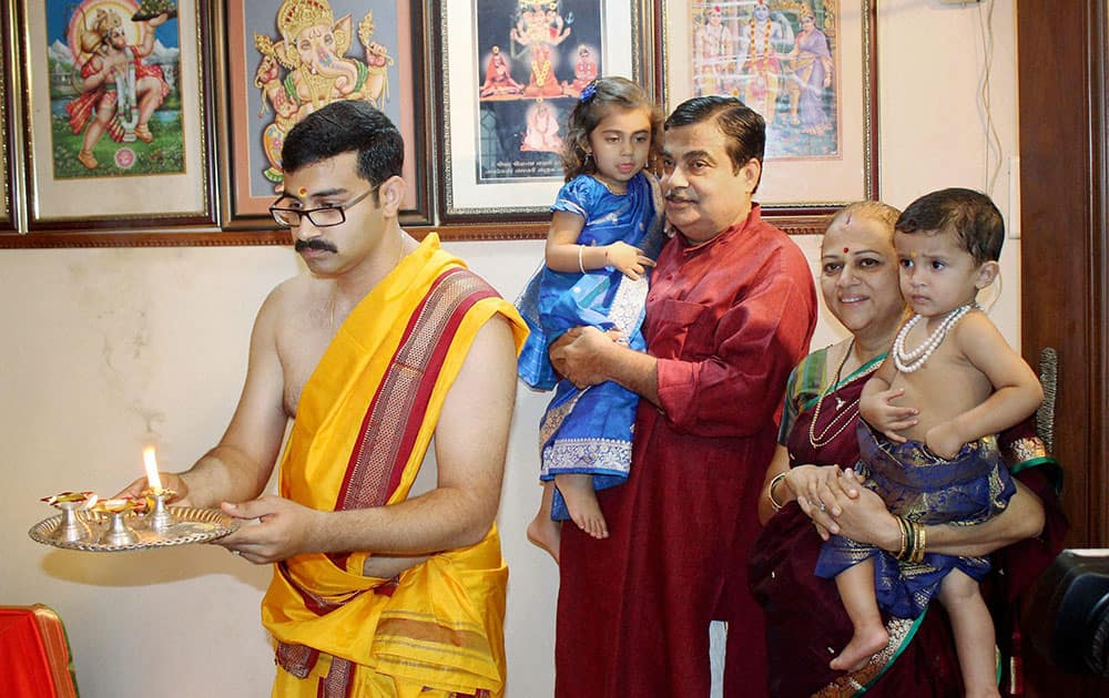 Union Minister for Road Transport and Shipping Nitin Gadkari along with family offers prayers to Lord Ganesha on the occasion of Ganesh Chaturthi at his residence in Nagpur, Maharashtra.