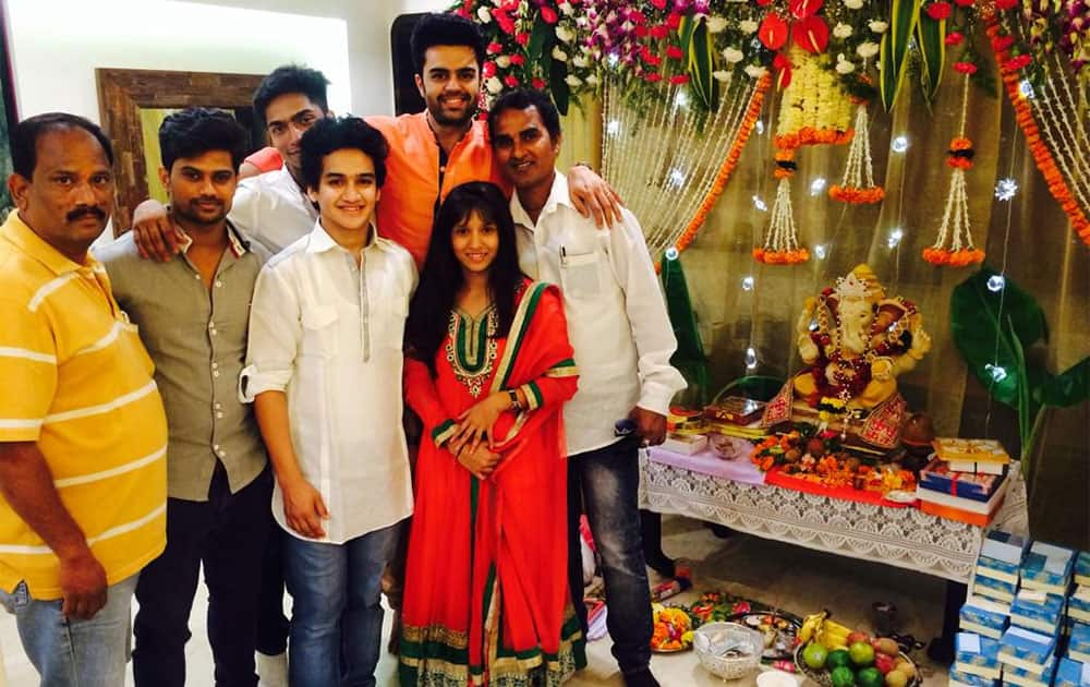 The super kids faisal n vaishnavi!!!with vivek and hrishikesh. Twitter@ManishPaul03