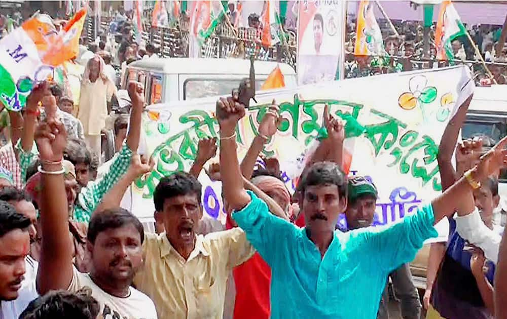 A TMC activist openly showing a gun during party meeting at Kandi in Murshidabad district of West Bengal.