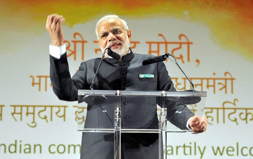 Prime Minister Narendra Modi addressing the Indian community people in Dublin.