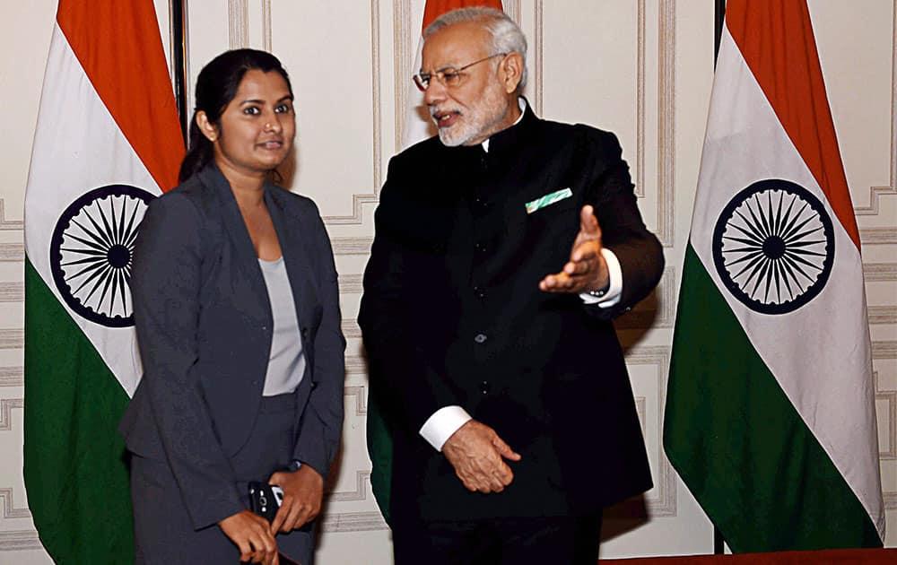 Prime Minister Narendra Modi with a member of Gujarati community in New York.