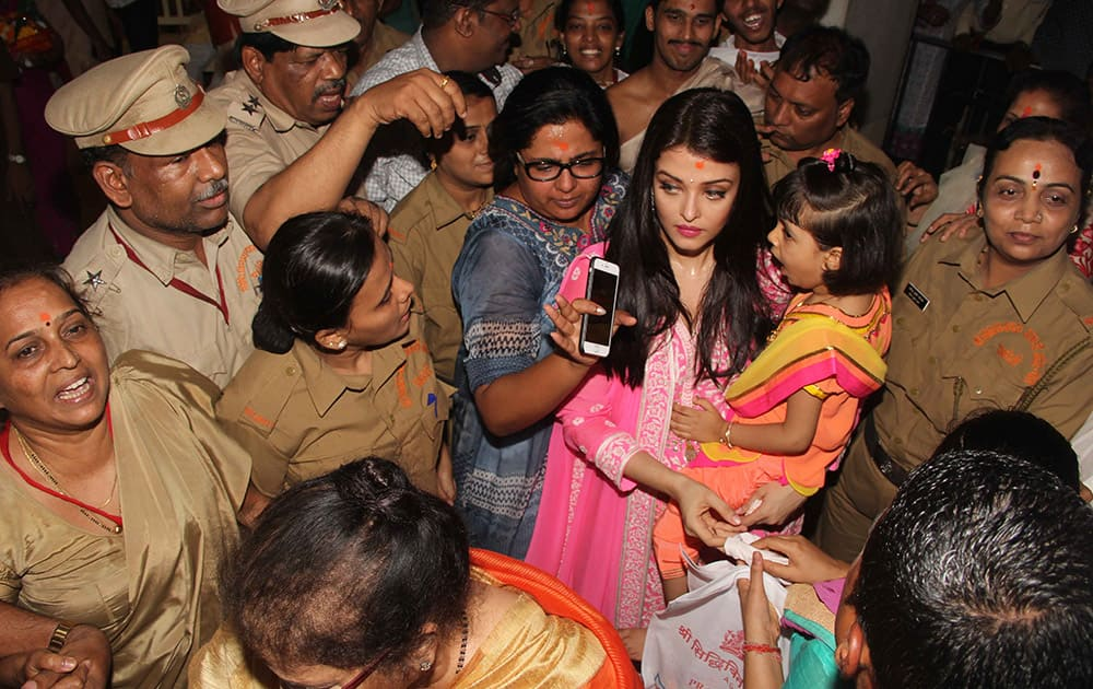 Aishwarya Rai Bachchan stepped out with daughter Aaradhya to seek Lord Ganesha's blessings at Siddhivinayak Temple in Dadar. DNA