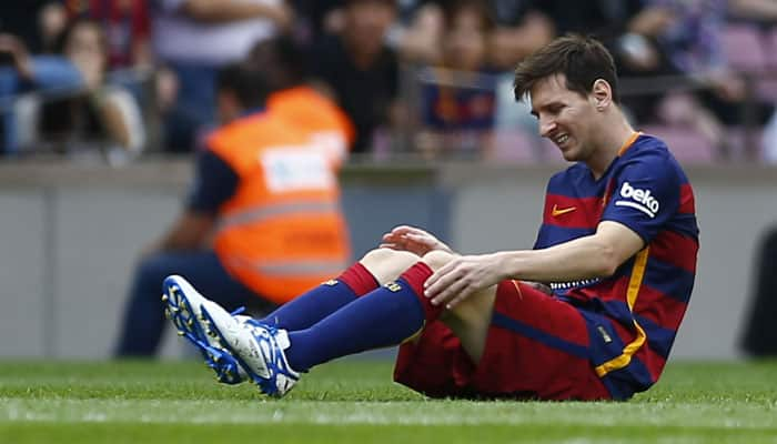 Barcelona's Lionel Messi limps off with injury against Las