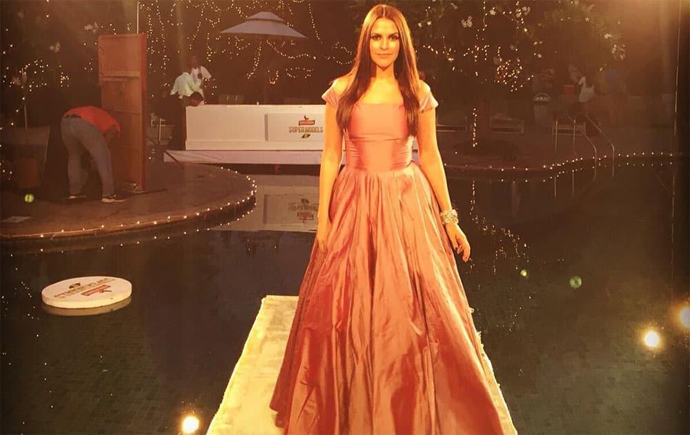 Neha Dhupia :- More @manishmalhotra05 loving ... #KFhunt @kingfishersupermodels @ndtvgoodtimes @sohaya @angelinajoseph @shoebmashadi @mansinirajain -instagram