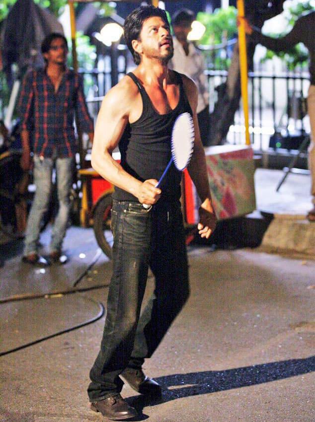 Saina Nehwal :- Really nice to see SRK playing badminton -twitter