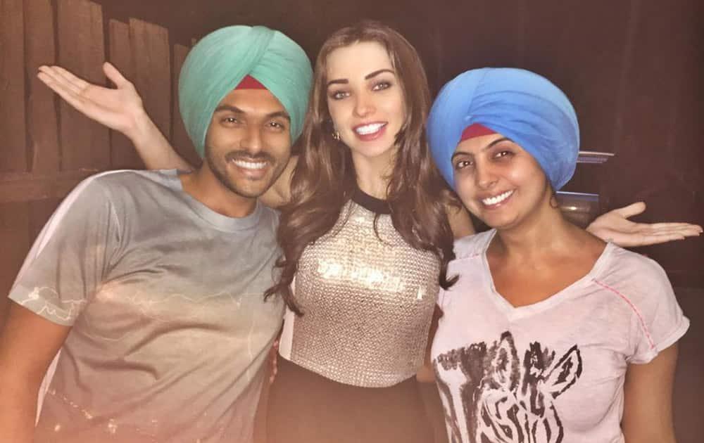 Singh is Bliing Fever has taken over @Bazinga_Ent @jubindesai Twitter@iamAmyJackson