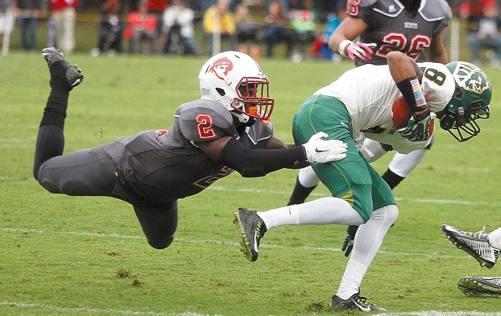 Maryville College's Da'Kelin Wells, left, attempts to hang onto Methodist University's Damarco Smith during a college football game at Maryville, Tenn.