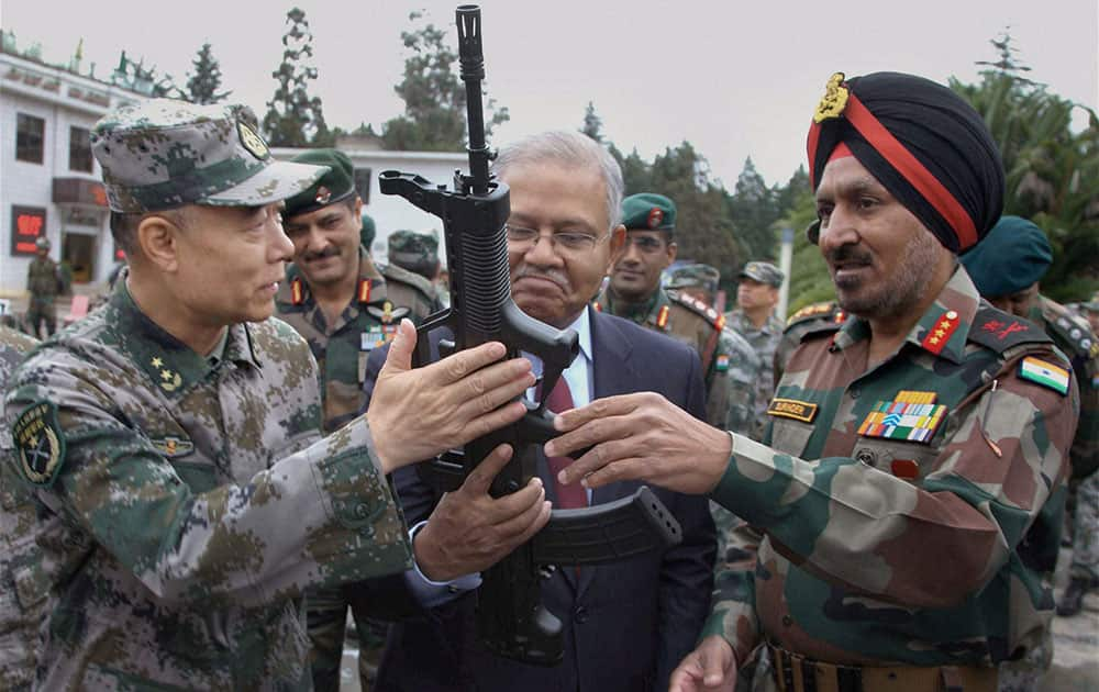 Head of Indian Observer Delegation, Lt Gen Surinder Singh and his Chinese counterpart Lt Gen Zhou Xiaozhou with Indian Ambassador Ashok K Kantha looking at a gun during commencement of India-China joint exercise Hand-in-Hand 2015 at Kunming Military Academy in Yunnan Province of China.