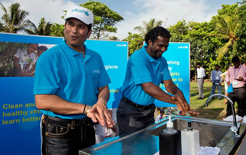 Sachin Tendulkar and Muttiah Muralitharan wash hands during a UNICEF promotional event in Colombo, Sri Lanka.