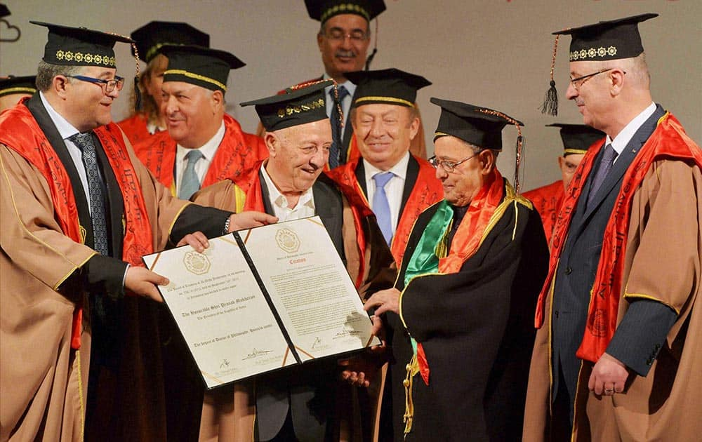 President Pranab Mukherjee during conferment of honorary doctorate by the Prime Minister of Palestine at Al-Quds University, Abu Dees, in Palestine.