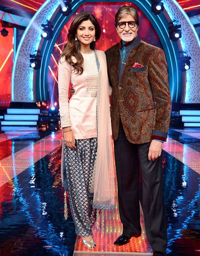 Bollywood Actors Amitabh Bachchan with Shilpa Shetty on the set of upcoming TV show Aaj Ki Raat Hai Zindagi in Mumbai.